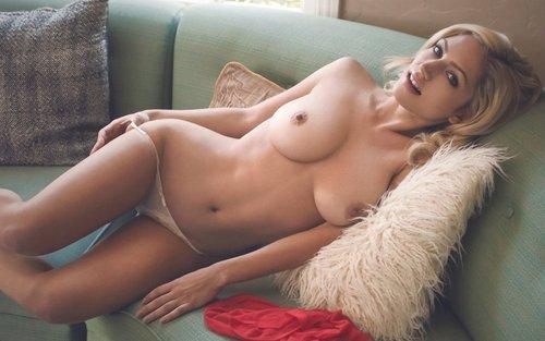 Buenos dias !, anoche te quedastes dormida en el sofa