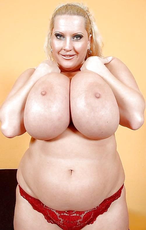 Mujeres mostrando sus pechos enormes