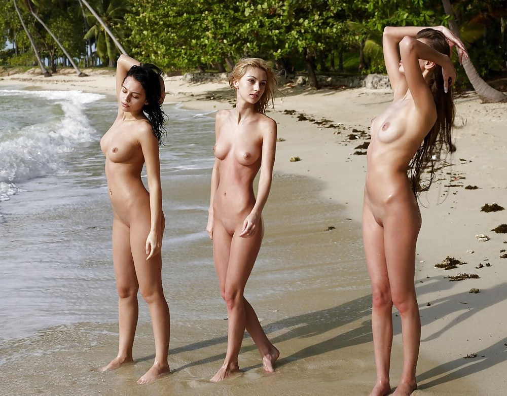 chicas nudistas en la playa