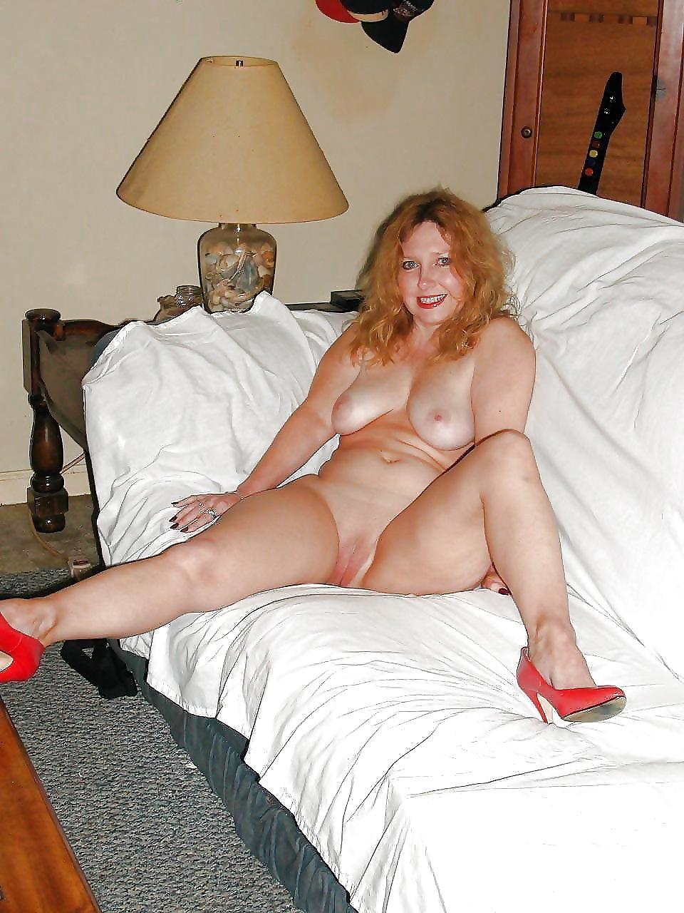 10 12 - Fotos de Mujeres desnudas con tacones rojos