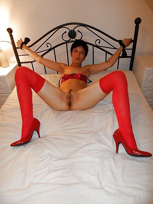 Fotos de Mujeres desnudas con tacones rojos
