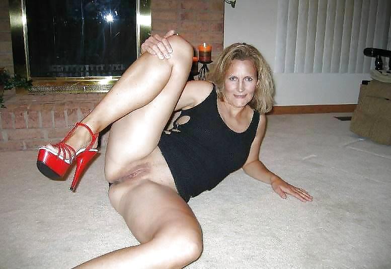 5 16 - Fotos de Mujeres desnudas con tacones rojos