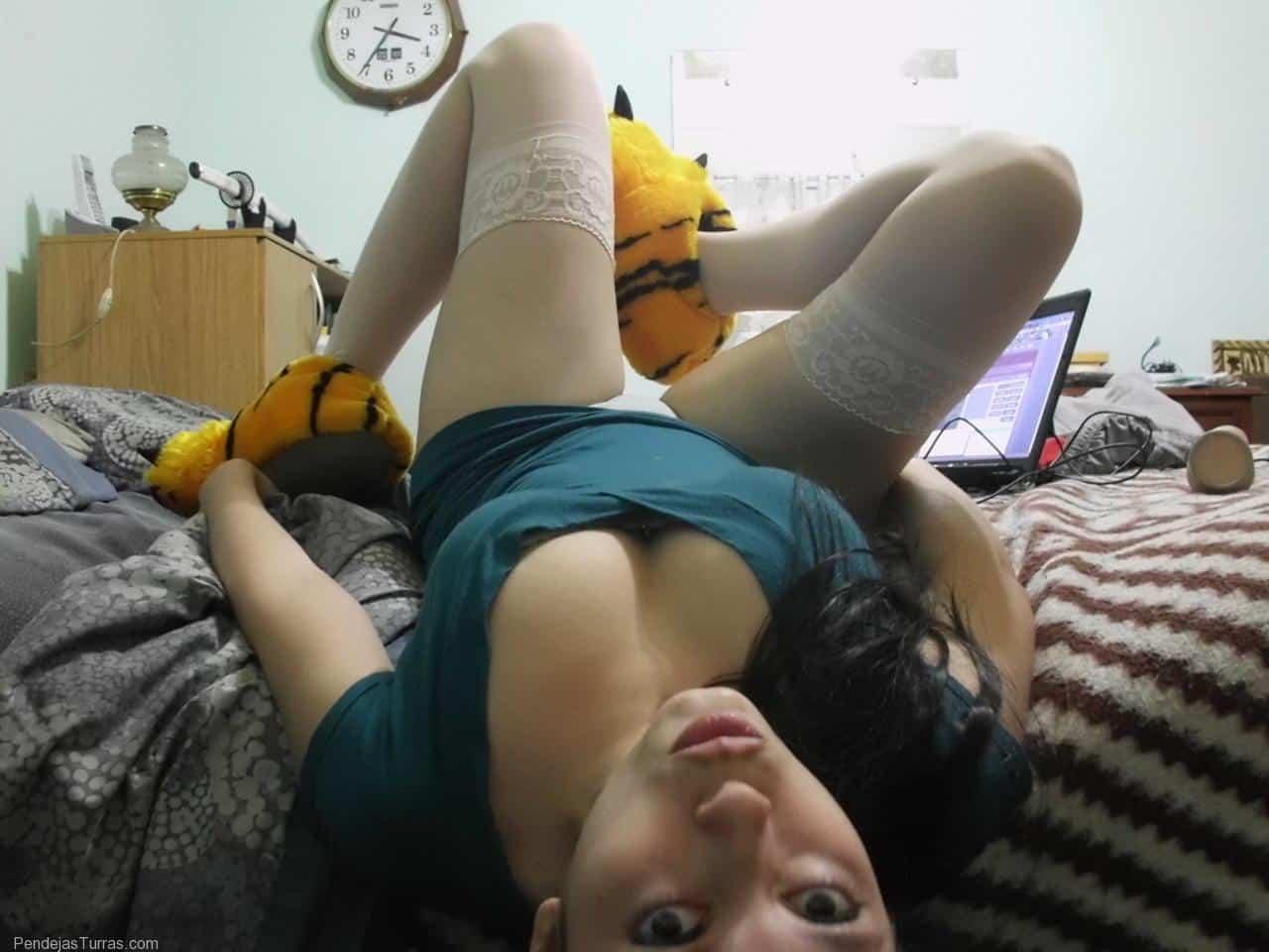 Esta chica adora el porno y el hentai
