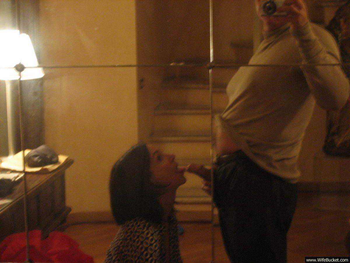 Maridos sacando fotos a sus esposas