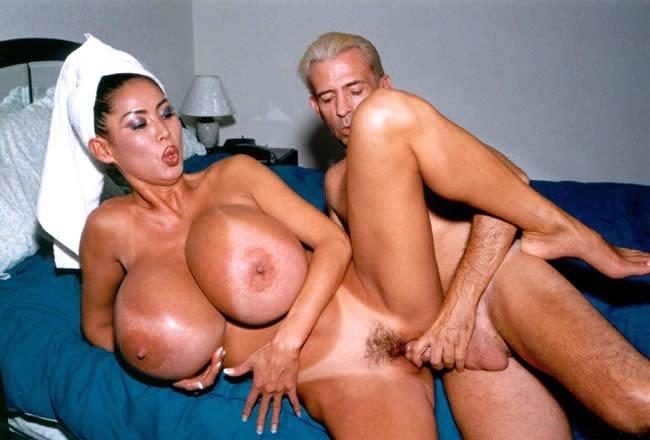 Mujeres con las tetas como globos