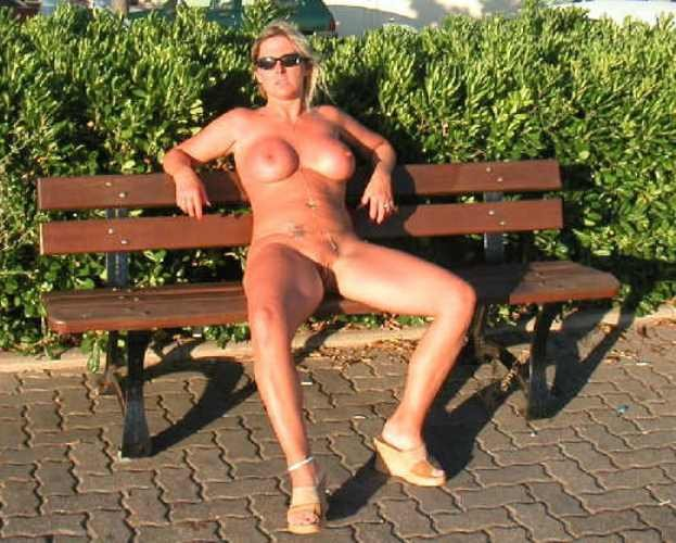 Mujeres desnudas al aire libre