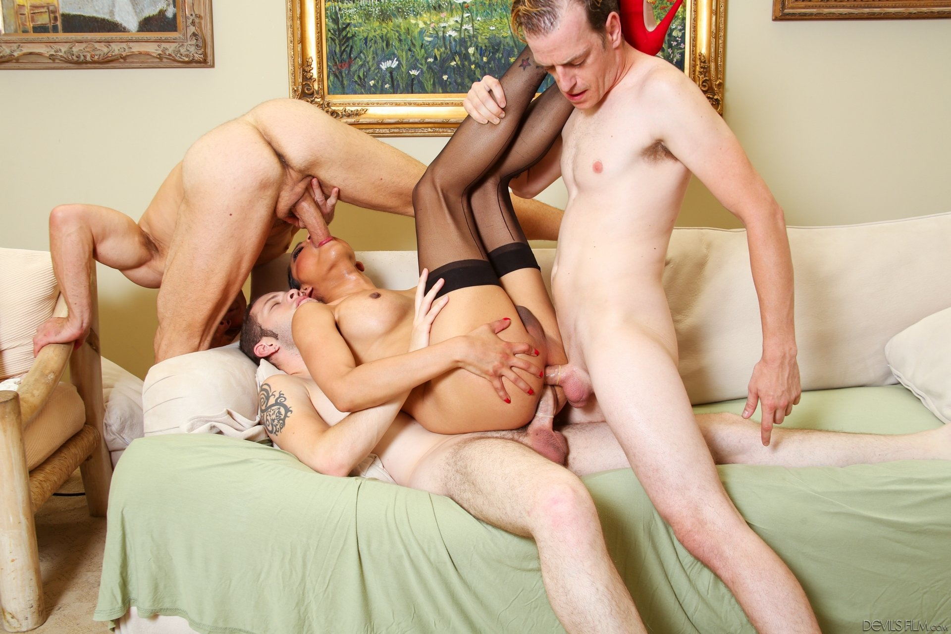 Doble anal con transexual y bisexuales