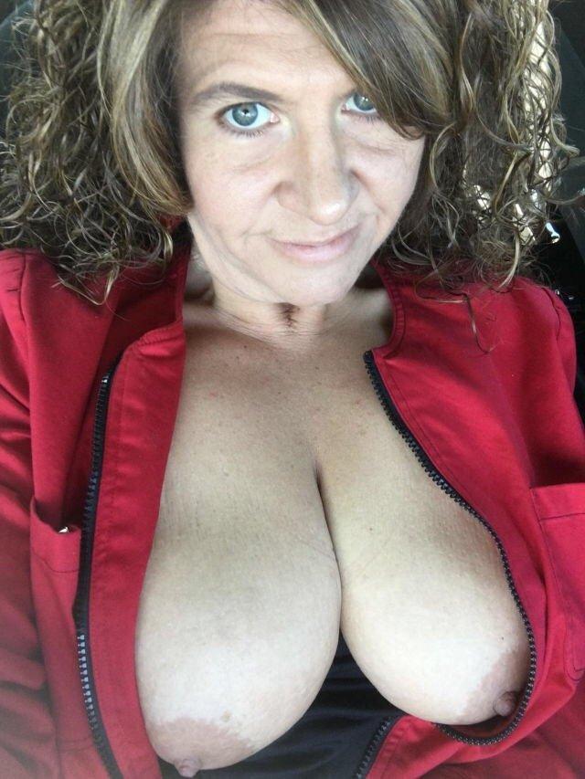 Mujeres con tetas enormes
