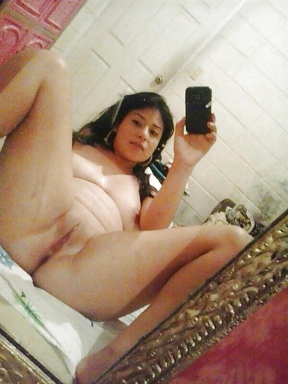 Sexy morocha, selfies abierta de piernas