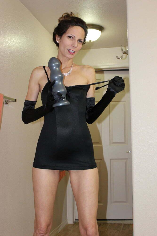 Hotwife probando su juguete nuevo