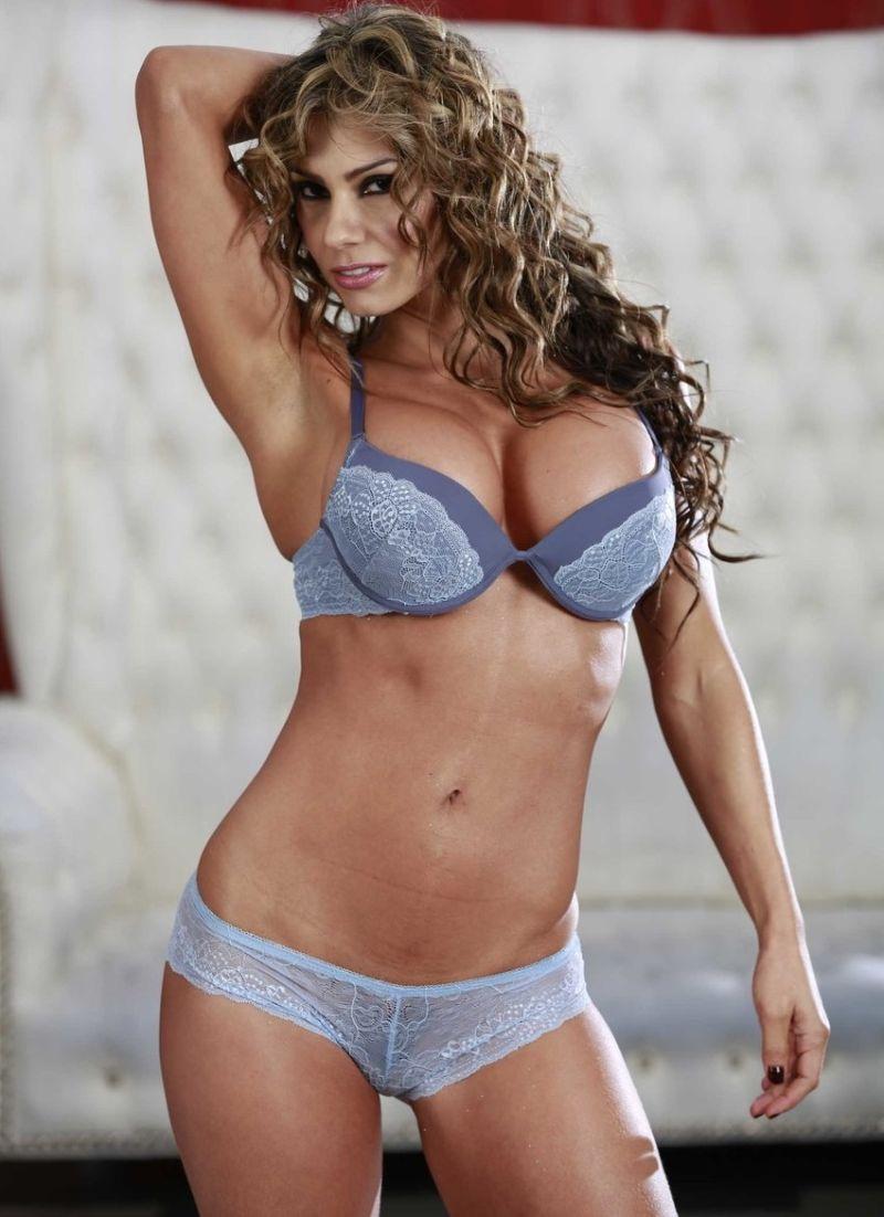 Fotos maduras Milfs Colombianas, Latinas, Esperanza Gomez imagenes porno XXX enseñando el coño y despues su video de sexo.